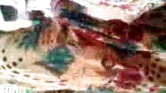 একটি ফলের www xxx বাংলা video মেশিন সঙ্গে অন্ধকার চামড়া মেয়ে